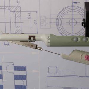 Seitenansicht MTT Nadelführung 42 Grad von MTT für die BK Ultrasound Schallköpfe 8818 / 8808e
